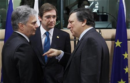 (L-R) Austria's Chancellor Werner Faymann, Portugal's Prime Minister Pedro Passos Coelho  and European Commission President Jose Manuel Barroso attend a European Union leaders summit in Brussels March 2, 2012 .          REUTERS/Francois Lenoir