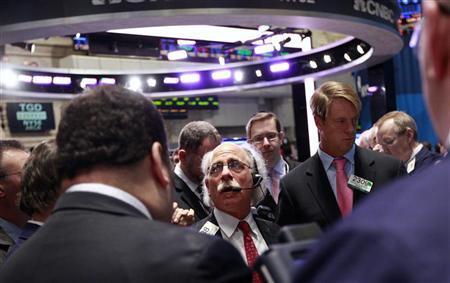 Traders work on the floor of the New York Stock Exchange February 24, 2012. REUTERS/Brendan McDermid