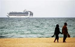 A Carnival Corporation cruise ship is seen off the beach of Fort Lauderdale, February 5, 2012.   REUTERS/Andrew Innerarity