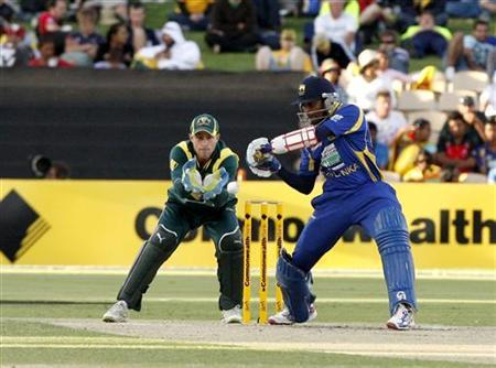 Tillakaratne Dilshan (R) of Sri Lanka plays a shot as Australia's wicket keeper Matthew Wade (L) looks on during the second final of the one-day international cricket tri-series tournament in Adelaide March 6, 2012. REUTERS/Regi Varghese