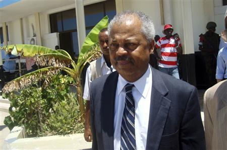 U.S. congressman Donald Payne arrives at the airport in Somalia's capital Mogadishu, in this April 13, 2009 file photo. Payne, 77, New Jersey's first and only African American congressman, died on March 6, 2012, after battling colon cancer, his brother said.  REUTERS/Ibrahim Mohamed/Files