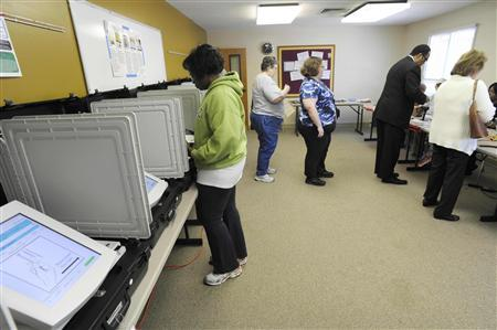 Voters show up to cast ballots in Duluth, Georgia, March 6, 2012.    REUTERS/John Amis