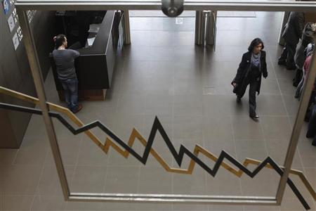 A woman walks inside a hall of the Athens Stock Exchange in Athens January 23, 2012.   REUTERS/John Kolesidis
