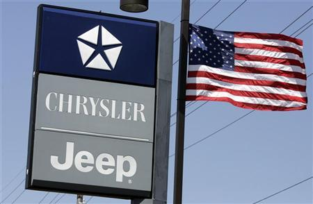 A sign from Chrysler Monicatti Motors auto dealership is seen in Sterling Heights, Michigan May 14, 2009.   REUTERS/Rebecca Cook