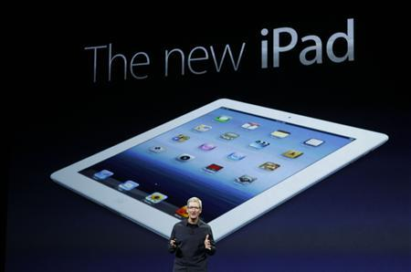Apple CEO Tim Cook introduces the new iPad during an Apple event in San Francisco, California March 7, 2012.   REUTERS/Robert Galbraith