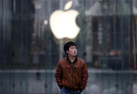 A man walks past an Apple store in Pudong, the financial district of Shanghai February 29, 2012. REUTERS/Carlos Barria