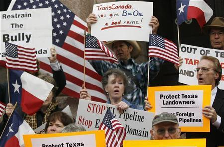 Protestors rally in front of the Lamar County courthouse where landowner Julia Trigg Crawford is set to go to court in a battle with TransCanada over the trenching of her private property for the Keystone pipeline in Paris, Texas February 17, 2012. REUTERS/Mike Stone