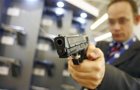 A visitor tests a Smith & Wesson gun model M&P9, 9 millimetre, at the MILIPOL International State Security Exhibition in Paris October 9, 2007. REUTERS/Regis Duvignau (FRANCE)