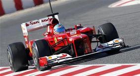 Piloto de Fórmula 1 Fernando Alonso, da Ferrari, durante sessão de treinamento no circuito de corrida da Catalunha,em Montmeló, perto de Barcelona. As cidades de Barcelona e Valência a princípio aceitaram alternar seus Grandes Prêmios de Fórmula 1 para que haja apenas um evento por ano na Espanha a partir de 2013.  02/03/2012  REUTERS/Albert Gea