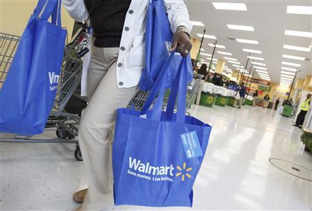 A shopper carries her purchases from a newly opened Walmart Neighborhood Market in Chicago, in this September 21, 2011 file photo. REUTERS/Jim Young/Files