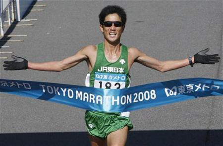 Japan's Arata Fujiwara crosses the finish line to finish second in the men's division of the 2008 Tokyo Marathon February 17, 2008. REUTERS/Yuriko Nakao