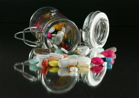 Medical illustration : Pills of all kinds, shapes and colors.