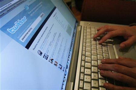 A Twitter page is displayed on a laptop computer in Los Angeles October 13, 2009.REUTERS/Mario Anzuoni