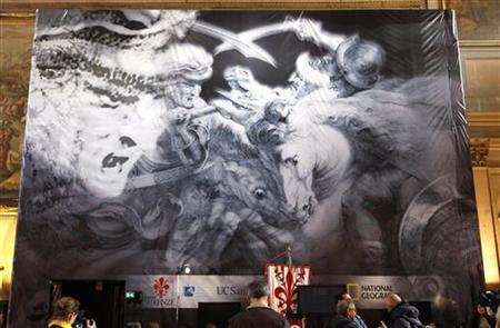 3月12日、レオナルド・ダビンチがフィレンツェのベッキオ宮殿で描いた巨大壁画「アンギアーリの戦い」が、別の壁画の裏側に残されている可能性が出てきた。写真は「アンギアーリの戦い」の模写のポスター(2012年 ロイター/Max Ross)