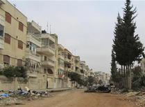 Здания, поврежденные, по данным оппозиционных сил, сирийской армией, в Хомсе, 11 марта 2012 г. Более 50 человек найдены убитыми в сирийском городе Хомс, сообщили государственные СМИ и оппозиция, возложив вину за случившееся друг на друга. REUTERS/Handout