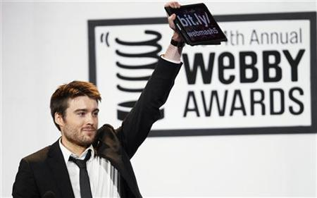 Pete Cashmore, CEO and founder of Mashable, accepts the Best Business Blog award at the Webby Awards in New York June 14, 2010. REUTERS/Lucas Jackson