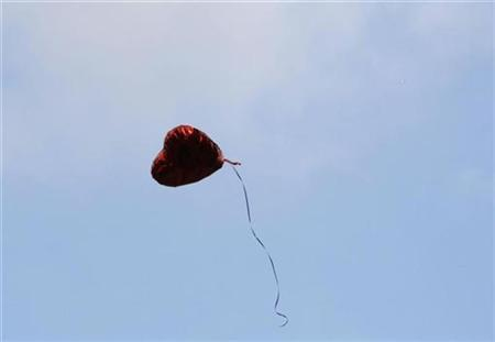 A heart-shaped balloon floats upward during the Seventh Anniversary September 11 Commemoration Ceremony held at Zuccotti Park in New York City, September 11, 2008. REUTERS/Patti Sapone/Pool