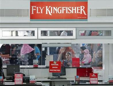 Kingfisher Airlines customers try to attract the attention of staff at a closed ticketing counter at Bengaluru International Airport in Bangalore, March 9, 2012. REUTERS/Vivek Prakash