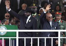South Sudan's President Salva Kiir (L) and Sudan's President Omar Hassan al-Bashir wave to the crowd during the Independence Day ceremony in Juba July 9, 2011. REUTERS/Thomas Mukoya