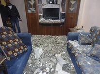 Поврежденный взрывом дом в Карм аль-Зейтуне близ Хомса 13 марта 2012 года. REUTERS/Handout