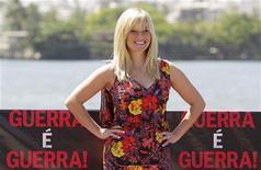 """Atriz Reese Whitherspoon comparece a sessão de fotos para promover seu filme  """"Guerra É Guerra"""", no Rio de Janeiro. 09/03/2012  REUTERS/Sergio Moraes"""