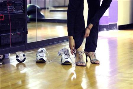 At the Crunch Gym in New York City, women exercise in an aerobics class called ''Stiletto Strength,'' which is a workout to get women in shape to wear stiletto high heels on February 8, 2006. REUTERS/Erin Siegal