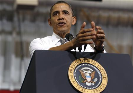 U.S. President Barack Obama talks to a crowd about American energy at Prince George's Community College in Largo, Maryland, March 15, 2012. REUTERS/Larry Downing