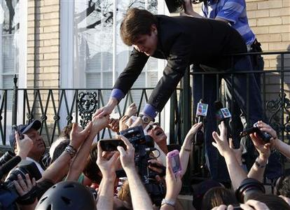Former Illinois Governor Rod Blagojevich shakes hands with supporters after making a statement to reporters outside his Chicago home one day before reporting to federal prison in Colorado to serve a 14-year sentence for corruption, March 14, 2012. REUTERS/Jeff Haynes