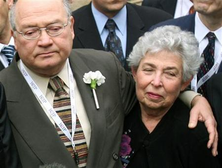 U.S. Senator Gary Ackerman embraces Hadassah organisation president June Walker (R) at Hadassah hospital, where Israeli Prime Minister Ariel Sharon is being treated, in Jerusalem January 9, 2006. REUTERS/Chris Helgren