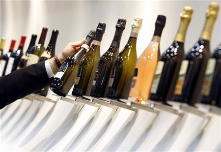 A man holds a bottle of champagne at the Vinitaly wine expo in Verona April 3, 2009. REUTERS/Alessandro Garofalo