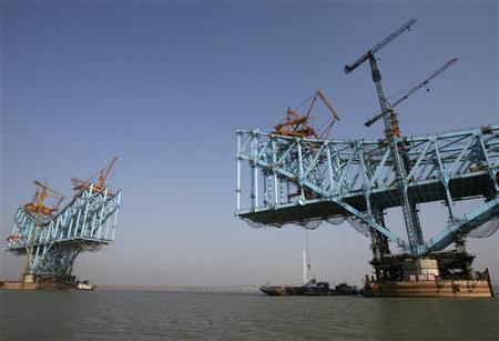 A general view shows under-construction bridge pillars as part of the new high-speed Beijing-Shanghai rail line on the outskirts of Nanjing, Jiangsu province, December 24, 2008. REUTERS/Jeff Xu