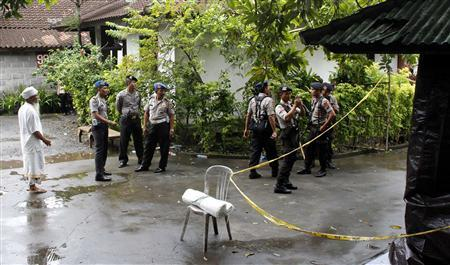 Police stand guard at the site of a shooting in a rented villa in Sanur on the Indonesian island of Bali March 19, 2012. REUTERS/Murdani Usman