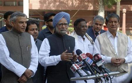 Prime Minister Manmohan Singh (C) addresses the media on the first day of the budget session in New Delhi March 12, 2012. REUTERS/Stringer