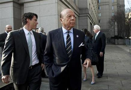 New York Mets' owner Saul Katz (front) is seen outside the New York Federal Court March 19, 2012. Owners of the New York Mets baseball team, Katz and Fred Wilpon, have agreed to pay $162 million to settle a lawsuit by the trustee seeking money for victims of Bernard Madoff's fraud, just before a trial was scheduled to begin. REUTERS/Allison Joyce