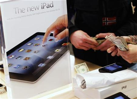 A customer purchases Apple's newest iPad at the 5th Avenue Apple Store in New York March 16, 2012. REUTERS/Shannon Stapleton