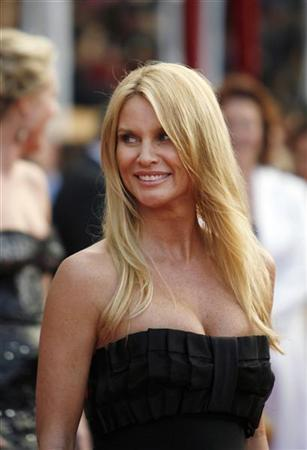 Actress Nicollette Sheridan from ''Desperate Housewives'' arrives at the 14th annual Screen Actors Guild Awards in Los Angeles January 27, 2008. REUTERS/Mario Anzuoni