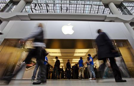 People walk by the Apple Store in the Eaton Centre shopping mall in Toronto, March 16, 2012. The new iPad went on sale on Friday in 10 countries, including the United States, Canada, Singapore, France and Britain. REUTERS/Mark Blinch