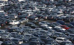 <p>L'automobile essuie le plus net recul sectoriel mardi sur les marchés européens, affectée par la crainte d'un ralentissement de la croissance des ventes en Russie et en Chine. /Photo d'archives/REUTERS/Alexandra Beier</p>