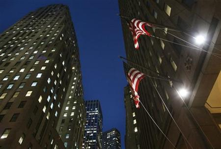 Flags fly outside 85 Broad St., the Goldman Sachs headquarters in New York's financial district, January 20, 2010. REUTERS/Brendan McDermid