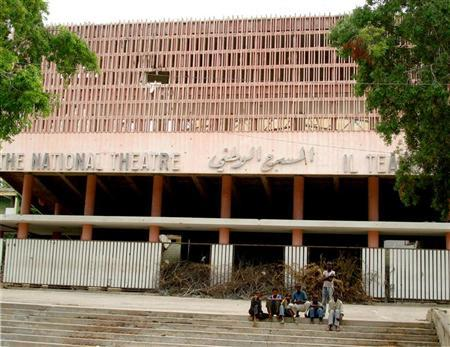 File photo of Somali children sitting in front the war-devastated national theatre of Somalia in the capital Mogadishu August 8, 2006. REUTERS/Shabele Media