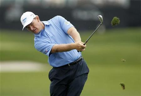 South Africa's Ernie Els hits from the first fairway during fourth round play in the Honda Classic PGA golf tournament at PGA National Golf Club in Palm Beach Gardens, Florida, March 4, 2012. REUTERS/Joe Skipper