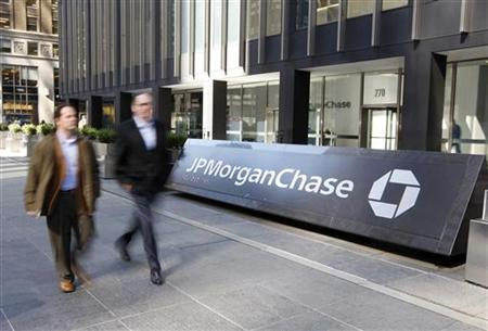 People walk past the JPMorgan Chase & Co building in New York REUTERS/Chip East