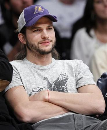 Actor Ashton Kutcher watches the NBA game between the Los Angeles Lakers and the Houston Rockets in Los Angeles, California January 3, 2012. REUTERS/Lucy Nicholson