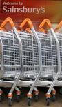 <p>Sainsbury, le troisième groupe britannique de supermarchés, a dépassé ses propres attentes au quatrième trimestre en termes de ventes, en grignotant des parts de marché à ses concurrents. /Photo d'archives/REUTERS</p>
