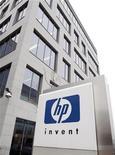 <p>Hewlett Packard a annoncé mercredi le rapprochement de ses branches imagerie/impression et ordinateurs personnels dans le cadre d'une vaste réorganisation visant à dégager des économies et à activer sa croissance. /Photo d'archives/REUTERS/Thierry Roge</p>