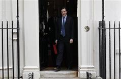 <p>Le ministre des Finances britannique George Osborne a présenté un budget de rigueur pour la troisième année consécutive qui prévoit toutefois de diminuer l'impôt sur le revenu et d'accélérer la réduction de l'impôt sur les sociétés. /Photo prise le 21 mars 2012/REUTERS/Suzanne Plunkett</p>