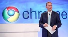 Presidente-executivo do Google, Eric Schmidt, fala durante evento do Google Chrome, em São Francisco. O browser Chrome superou o Internet Explorer, da Microsoft, e se tornou o líder global pela primeira vez no último domingo. Foto de arquivo 07/12/2010  REUTERS/Beck Diefenbach