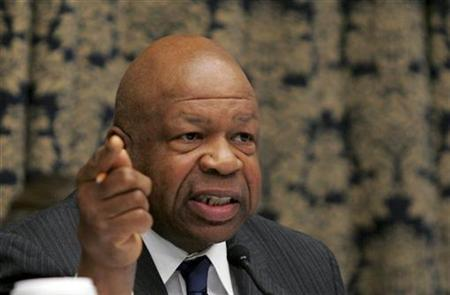 Rep. Elijah Cummings (D-MD) questions witnesses during the House Oversight and Government Reform Committee hearing on ''Credit Rating Agencies and the Financial Crisis,'' on Capitol Hill in Washington October 22, 2008. REUTERS/Mitch Dumke