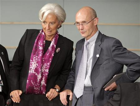 International Monetary Fund (IMF) Managing Director Christine Lagarde (L) and World Trade Organization (WTO) Director-General Pascal Lamy chat at the beginning of the Development Committee meeting during the annual IMF-World Bank meetings in Washington September 24, 2011. REUTERS/Yuri Gripas
