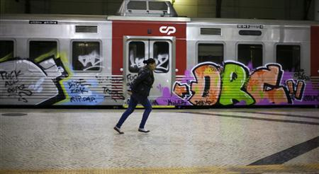 A passenger runs at the Rossio railway terminal ahead of Thursday's general strike in Lisbon March 21, 2012. REUTERS/Rafael Marchante